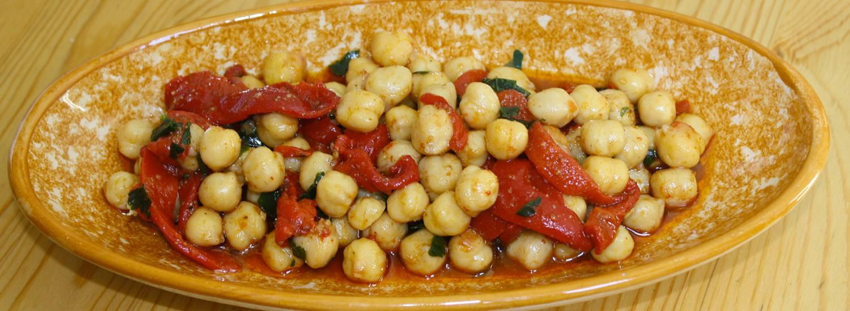 Salade de pois chiche et poivrons marinés façon marocaine